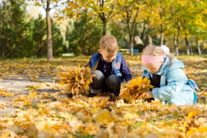 Kinder Herbst Spielgruppe