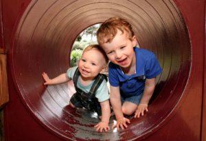 Kinder Spielgruppe outdoor